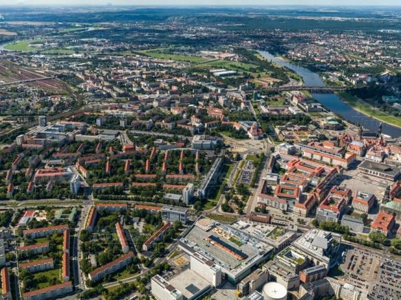 Der Altmarkt in Dresden bei Sachsen mit Blick auf den Postplatz.