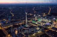 Fernsehturm und Alexanderplatz in Berlin.