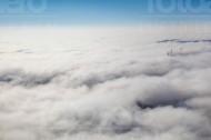 Wolkendecke mit Windenergieanlagen