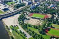 Ein Stadion, nahe der Zuggleisen in Dresden in Sachsen.