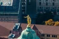 Goldener Rathausmann auf dem Neuen Rathaus in Dresden im Bundesland Sachsen