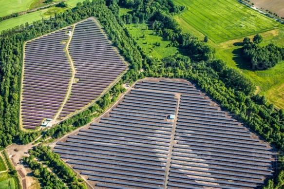 Solarfelder mit Photovoltaikanlage