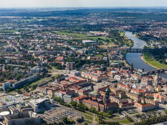 Der Altmarkt in Dresden bei Sachsen mit Blick auf den Postplatz nahe der Elbe.