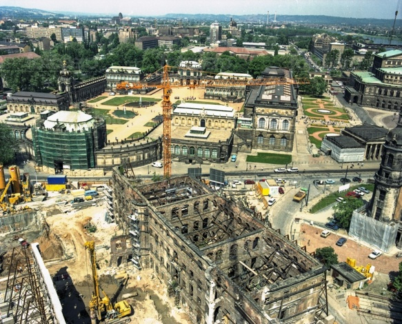 Dresdner Zwinger in der Altstadt von Dresden im Bundesland Sachs