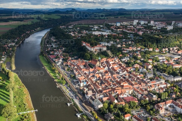 Die schöne Altstadt Pirna mit Blick auf die Elbe und den Sonnenstein.