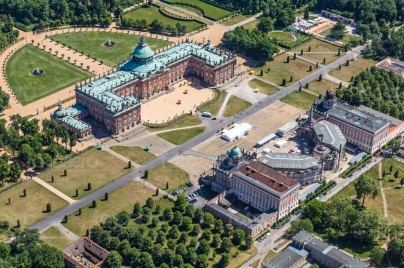 Das neue Palais im Park Sanccouci in Potsdam bei Brandenburg.