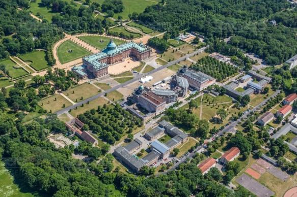 Neues Palais im Park Sanccoucci in Potsdam bei Brandenburg.