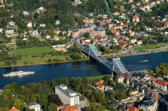 Das Blaue Wunder an der Elbe in Dresden bei Sachsen.
