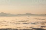 Berggipfel im Wolkenmeer