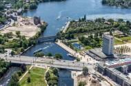 Die Lange Brücke in Potsdam bei Brandenburg zieht sich über die Freundschaftsinsel.