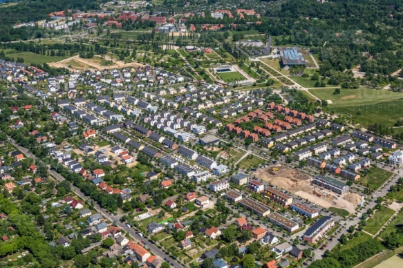 Eine Häuserlandschaft in Bornstedt bei Potsdam in Brandenburg.