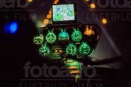 Hellicopter cockpit einer Robinson R44 wärend der Landung.