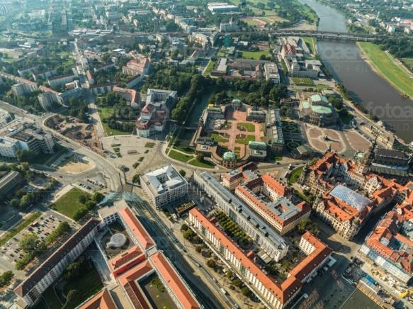 Der Postplatz in Dresden bei Sachsen, mit Blick auf den Zwinger.