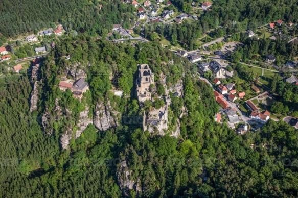 Oybin mit Klosterruine im Zittauer Gebirge im Bundesland Sachsen