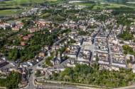 Der Kirchplatz des Oelsnitz Vogtland im Bundesland Sachsen.