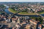 Der Altmarkt in Dresden bei Sachsen mit Blick auf die Elbe.