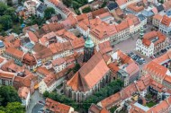 Die schöne Altstadt von Pirna in Sachsen, mit Blick auf die Marienkirche.