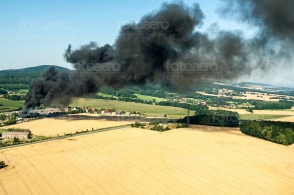 Dunkle Rauchschwaden bei Löbau im Bundesland Sachsen