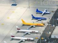Flugplatz der DHL mit geparkten Flugzeugen.
