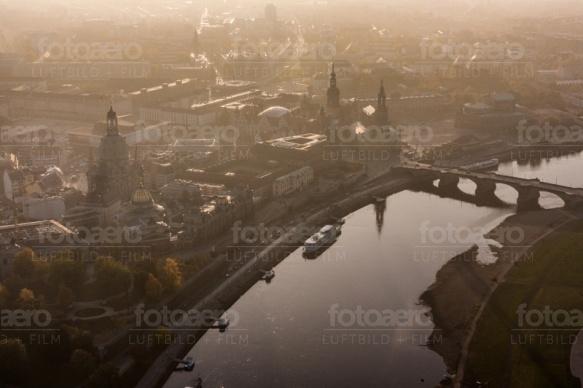 Dresdens Innere Altstadt an der Elbe im Bundesland Sachsen