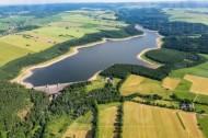 Talsperre Lehnmühle liegt im Osterzgebirge im Bundesland Sachsen