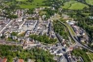 Der Kirchplatz im Oelsnitz Vogtland im Bundesland Sachsen.