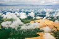 �ber den Wolken von Wälder und Felder