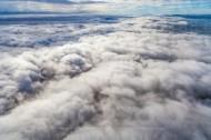Zwischen zwei Wolkenschichten