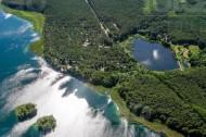Seen und Wälder im Sommer