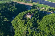 Schloss Scharfenberg, nahe der Elbe, im Bundesland Sachsen.