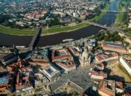 Blick auf den Neumarkt sowie die Augustusbrücke und Carolabrücke, in Dresden bei Sachsen.