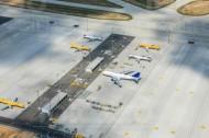 Ein Flughafenparkplatz für Flugzeuge.