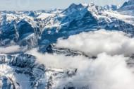 Wolkenspiel mit dem Gebirge im Kanton Bern in der Schweiz