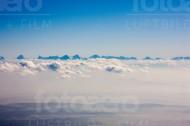 Alpengipfel ragen durch die Wolkendecke