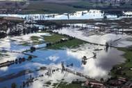 Überschwemmte Felder in Koselitz in der Nähe von Großenhain im Bundesland Sachsen