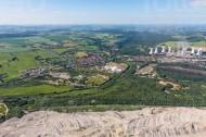 Hirschfelde im Bundesland Sachsen mit Kraftwerk Turów und Tagebau Bogatynia in Polen