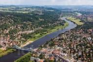Elbe mit Blauem Wunder in Dresden im Bundesland Sachsen
