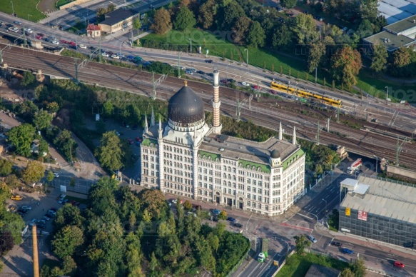 Die Yenidze in Dresden bei Sachsen in Deutschland erstrahlt in der schönen Herbstsonne.