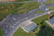 Ein Flugplatz mit Bundeswehrhellicoptern in Berlin.