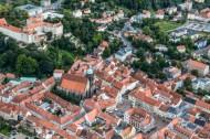 Die schöne Altstadt von Pirna in Sachsen, mit Blick auf das Schloß Sonnenstein.