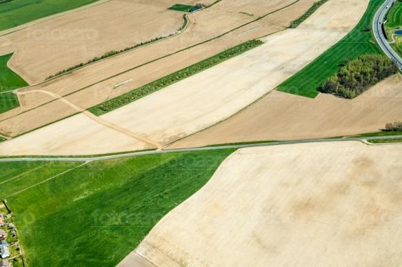 Feldstrukturen an der A4 bei Lichtenberg im Bundesland Sachsen