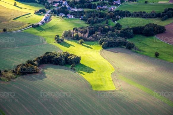 Felderlandschaft am Rande von Weickerdorf in der Nähe von Bischofswerder in Bundesland Sachsen