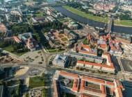 Der Postplatz in Dresden bei Sachsen mit Blick auf den Zwinger und die Semperoper.