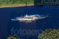 Dresdner Schiff fährt über die Elbe.