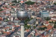 Berliner Fernsehturm und umliegender Ortsteil Mitte.