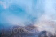 Lichtspiel mit Reflexionen und Nebel